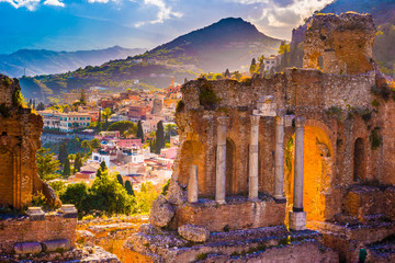 Tuinposter Diepbruine The Ruins of Taormina Theater at Sunset. Beautiful travel photo, colorful image of Sicily.
