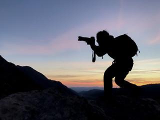 zirvedeki fotoğrafçı adam