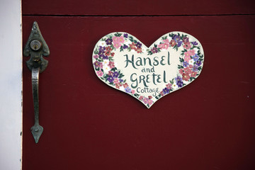 hansel n gretel door
