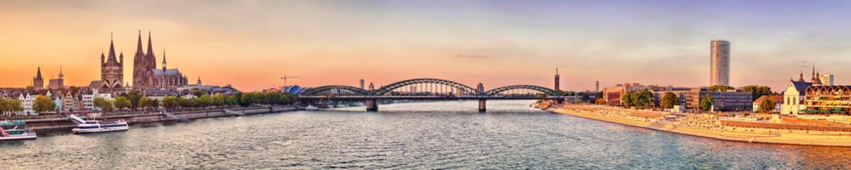 Köln Dom Panorama mit Brücke