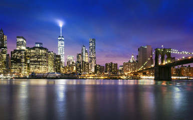 Fototapete - New York City - beautiful sunset over manhattan with manhattan and brooklyn bridge