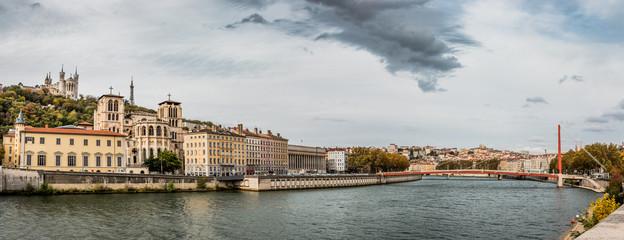 Panorama du Vieux-Lyon, de Fourvière et de la Saône
