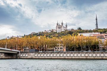Fourvière vu depuis la Promenade du défilé de la Saône à Lyon