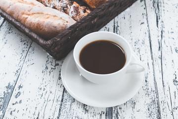 朝食 コーヒーとパン