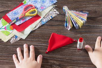 The child produces the item is dolls. Protective averter, textil