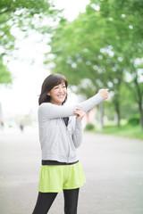 ランニング・ミドル女性(屋外)