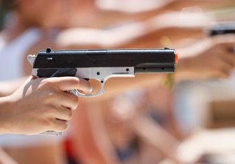 Shooting pneumatic pistol