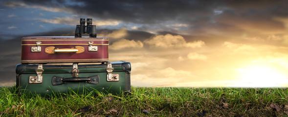 valigie con binocolo avventura