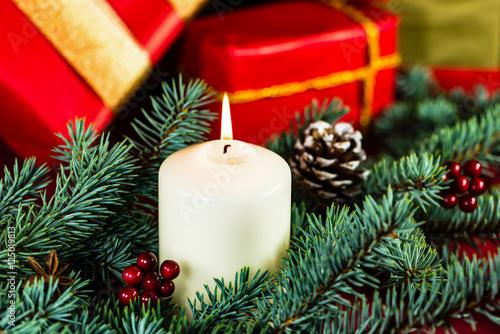 geschenke zu weihnachten stockfotos und lizenzfreie. Black Bedroom Furniture Sets. Home Design Ideas
