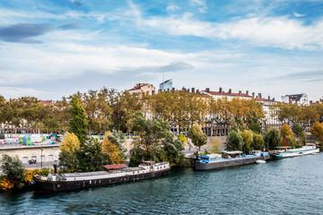 Les quais du Rhône et Lyon vu du Pont Morand