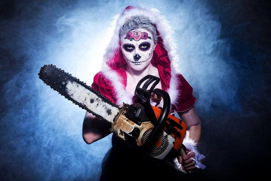 Sugar Skull Weihnachtsfrau mit Kettensege