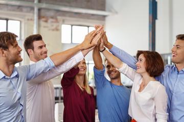 erfolgreiches team motiviert sich