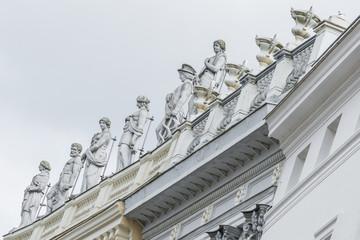 Statuen auf dem Behnhaus Drägerhaus in Lübeck