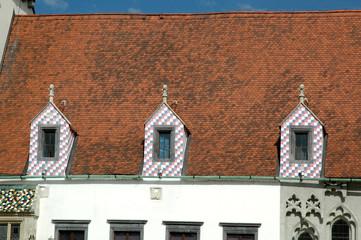 lucarnes damier sur le toit de lancien htel de - Lucarne Moderne Et Toit Tuile