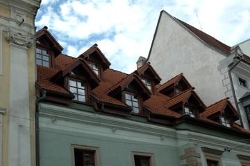 lucarne sur les toits du centre ville - Lucarne Moderne Et Toit Tuile