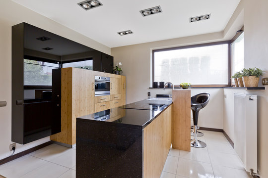 Light kitchen with dark details