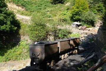 Vagones volquete de una mina asturiana