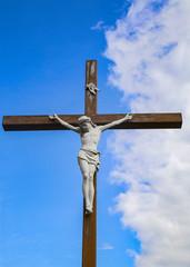 Крест с Иисусом на фоне неба.Поселок Снов.Беларусь