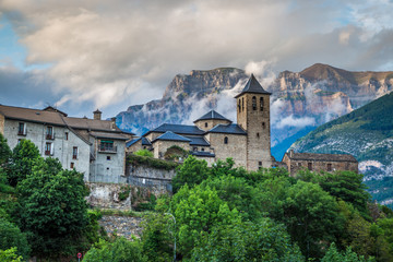 Torla town in Ordesa National pakr in the spanish pyrenees. Fototapete