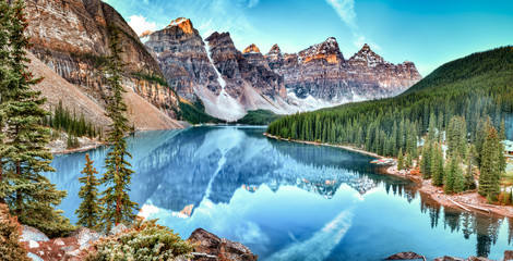Foto auf Acrylglas Kanada Moraine lake panorama in Banff National Park, Alberta, Canada