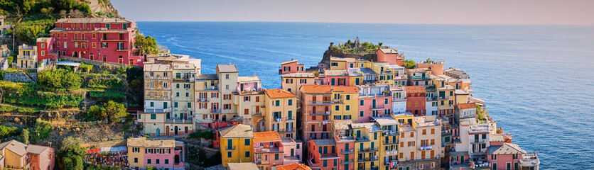 Fototapeten Ligurien Famous town of Manarola in Cinque Terre / Colorful houses of Liguria