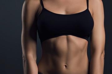 Oberkörper trainierte Frau