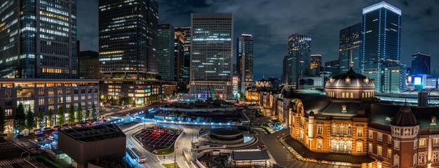 ライトアップされた東京駅の夜景 パノラマ