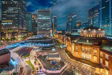 ライトアップされた東京駅の夜景 HDR