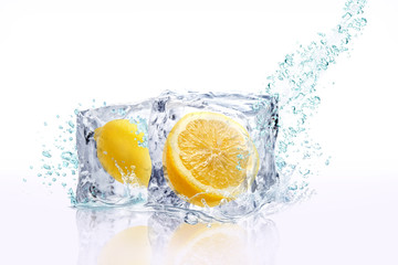 Photo sur Aluminium Eclaboussures d eau レモン