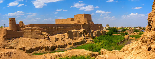 Foto auf Leinwand Befestigung old clay fortress over the city of Meybod in Iran