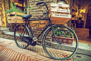 Fototapete - Bicycle retro, Alley in old town, Tuscany, Italy