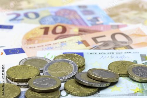 Euroscheine Und Münzen Stockfotos Und Lizenzfreie Bilder Auf