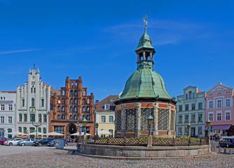 Wismar - Markt mit Brunnen