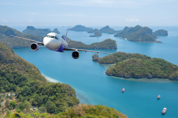 Foto op Plexiglas Zalm Airplane with beautiful ocean and Angthong national marine park