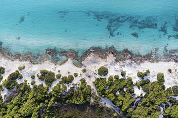 Bellezza tra sabbia rocce e acqua