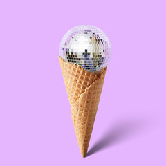Waffle cornet with disco ball