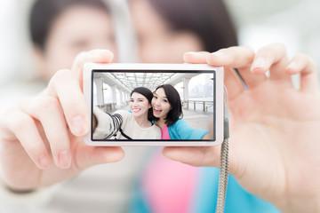 two woman selfie in hongkong
