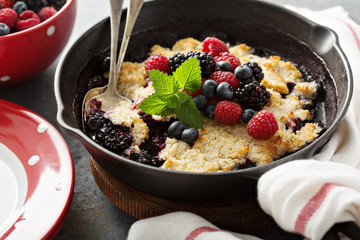 Berry crumble in a cast iron pan