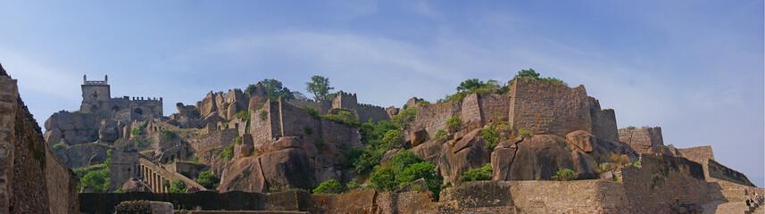 Massive citadel ruins of the  Golconda Fort Fototapete