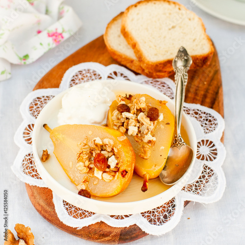 "Honey Roast Pears with Granola and Yogurt"" Fotos de archivo e ..."