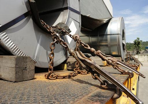 Steel Roll Tie Chain Mechanism on Trailer Truck
