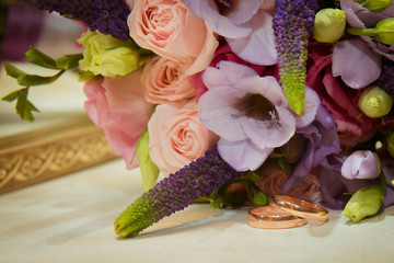 Two gold wedding rings are the bride's bouquet.