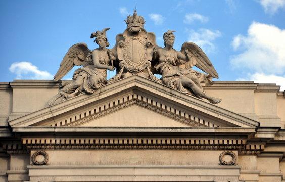 Wien - Ziergiebel am Wiener Burgtheater