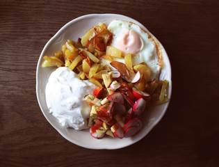 Fresh salad, cottage cheese and fried egg