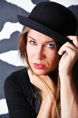 Portrait weiblich mit Hut