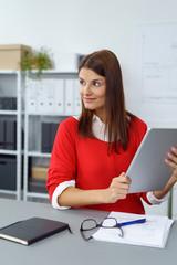 geschäftsfrau arbeitet mit tablet