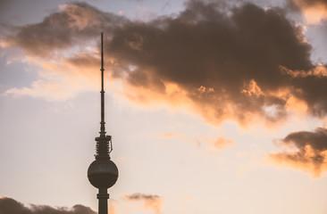 Berlin - Fernsehturm im Abendlicht