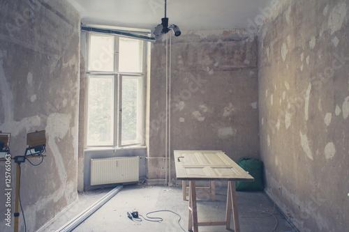 unrenovierte wohnung zimmer vor renovierung stockfotos. Black Bedroom Furniture Sets. Home Design Ideas