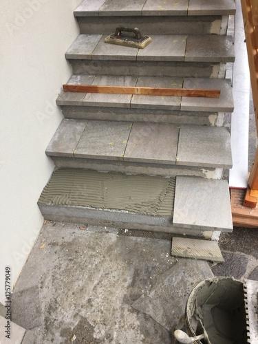 Piastrellista piastrella posa piastrelle pavimento lavoro immagini e fotografie royalty free - Lavoro per piastrellista ...