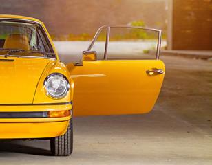 Oldtimer orange roter Sportwagen, Rennauto siebziger Jahre